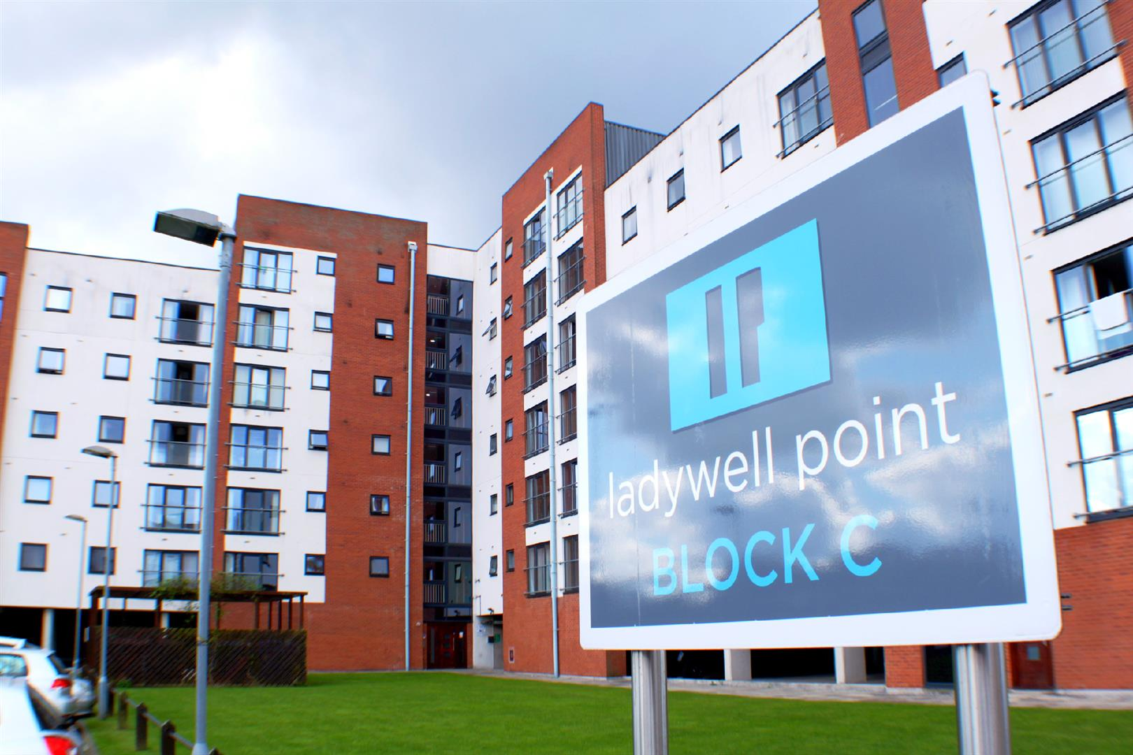 2 Bedrooms Flat for sale in Pilgrims Way Salford